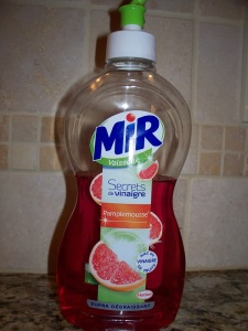 Grapefruit-scented dish washing liquid