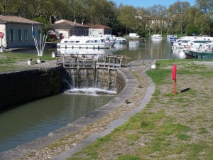 Canal-du-Midi lock and basin in Carcassonne