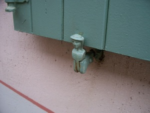 A cheerful shutter holder