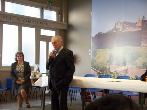 The mayor welcomes the new arrivals to Carcassonne
