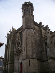 A detour to Basilica St. Nazaire before staring the Camino