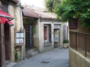 Former wash house in Carcassonne is now an art shop