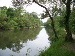 Walking along the Aude river