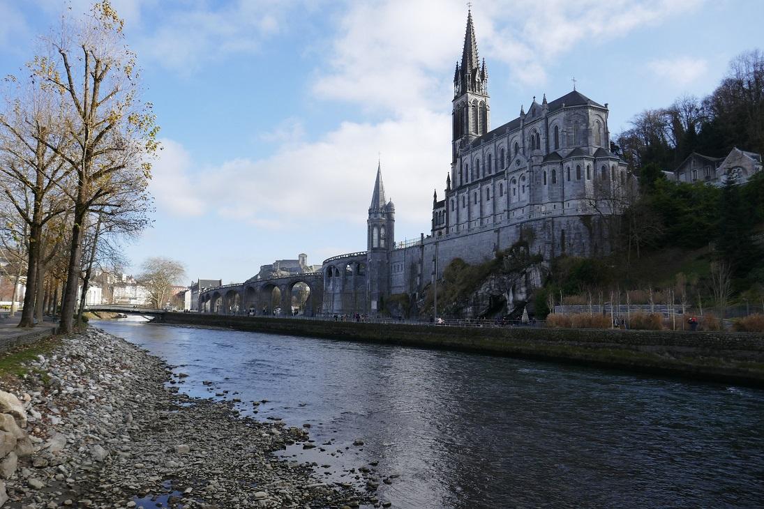 Resultado de imagem para Santuário de Nossa Senhora de Lourdes, França